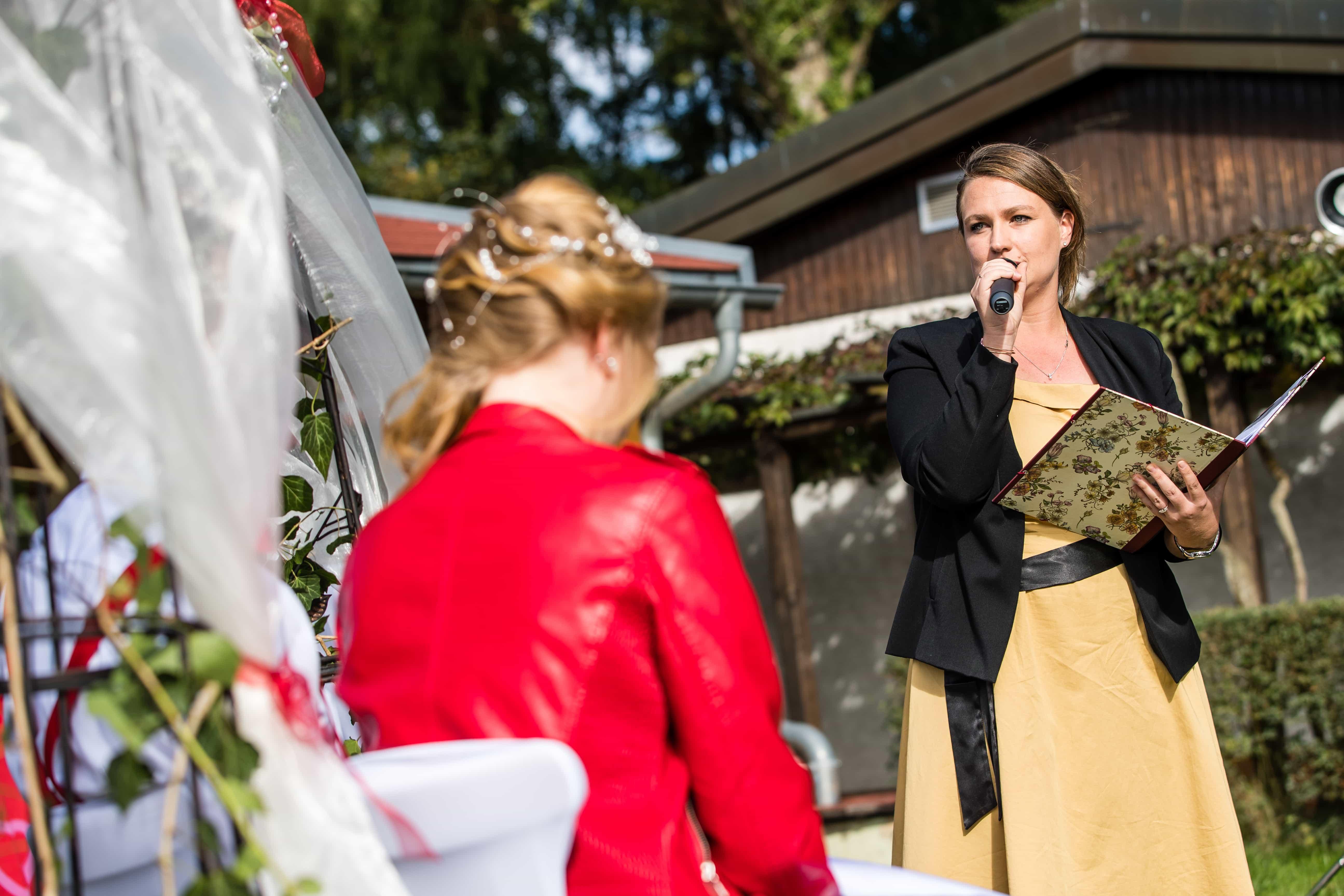 freie Trauung, frei heiraten, freie Rednerin, Hochzeit, Redner, Hochzeitsrednerin, Zeremonienmeisterin, Anna Unger